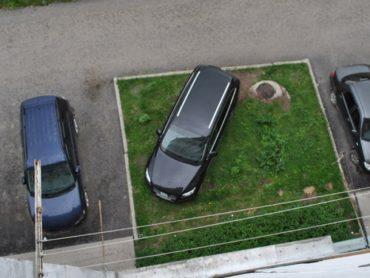 В Астраханской области вводится штраф за размещение ТС в зеленых зонах