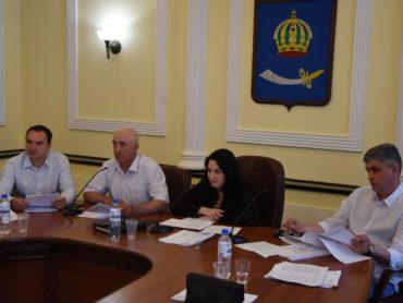 Проблемы транспорта и ЖКХ под контролем депутатов